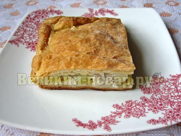 Пирог с курицей в слоеном тесте в мультиварке