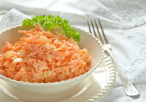 салат из моркови и чеснока
